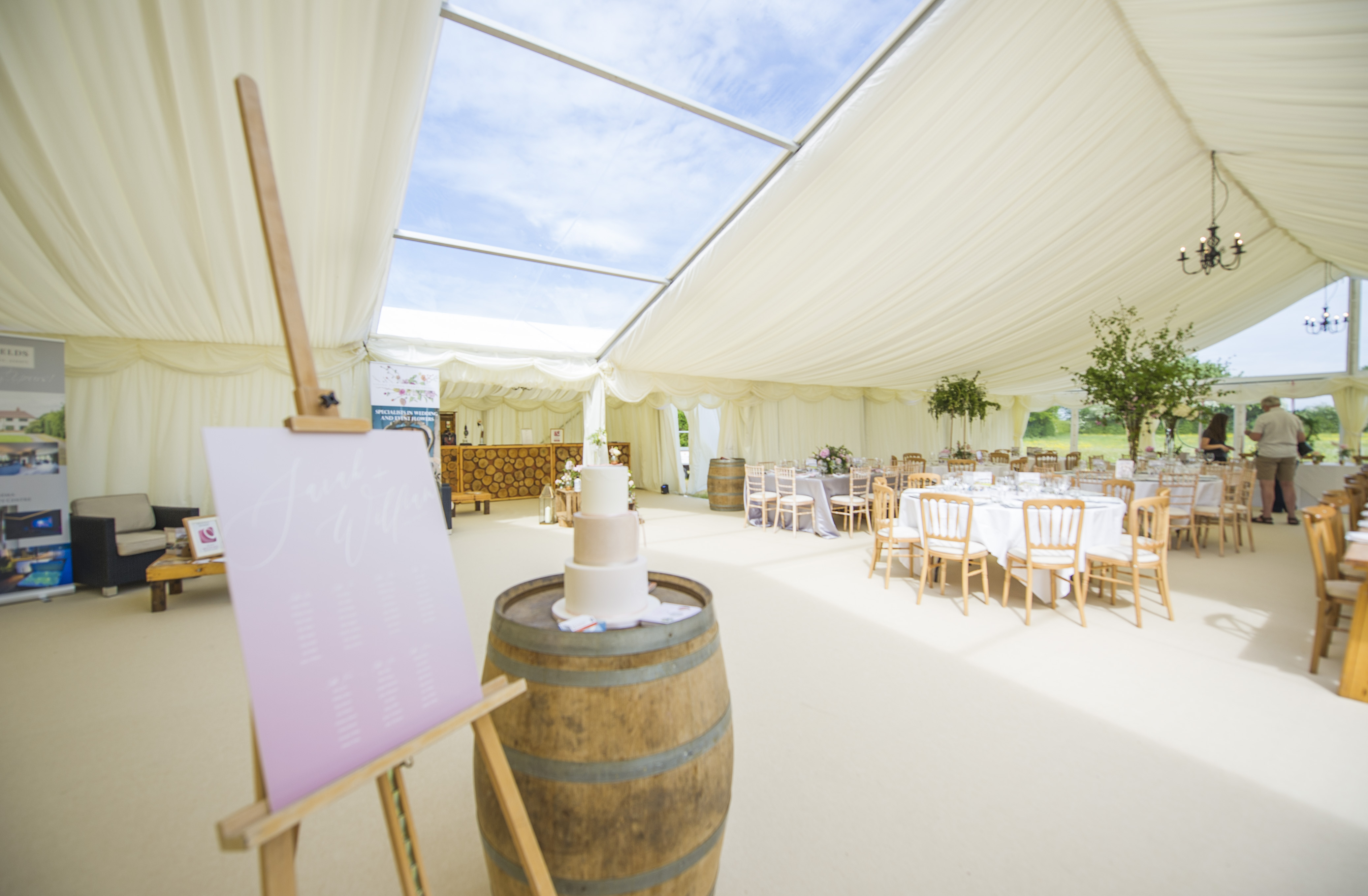 Marquee wedding with pastel colours and open roof